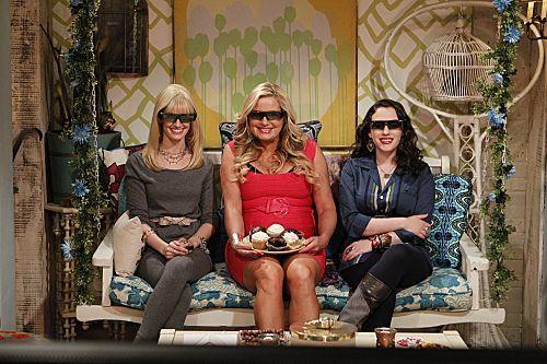 2_Broke_Girls_Season_1_Episode_14_And_The_Upstairs_Neighbor_1-7353-590-700-80