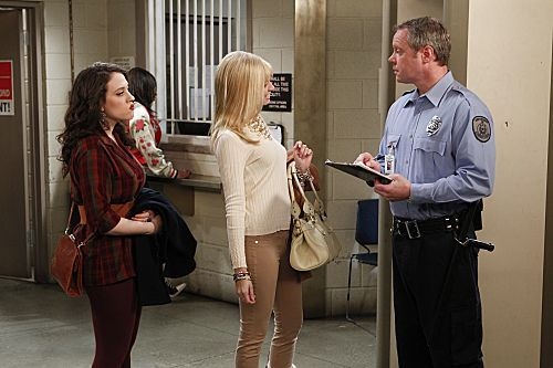 2_Broke_Girls_Season_1_Episode_18_And_The_One_Night_Stands_5-7671-590-700-80