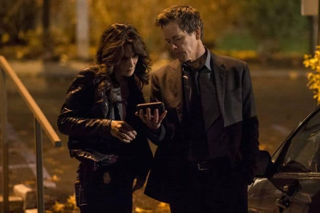 """Ryan Hardy (Kevin Bacon, R) and FBI Specialist Parker (Annie Parisse, L) gather information in the """"Welcome Home"""" episode of THE FOLLOWING"""