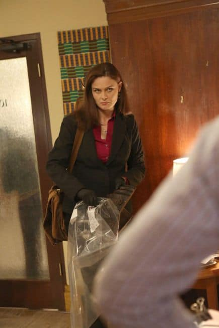 "Brennan (Emily Deschanel) bags evidence in the ""The Survivor in the Soap"""