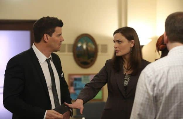 Brennan (Emily Deschanel, R) and Booth (David Boreanaz, L) investigate the death of a young immigrant