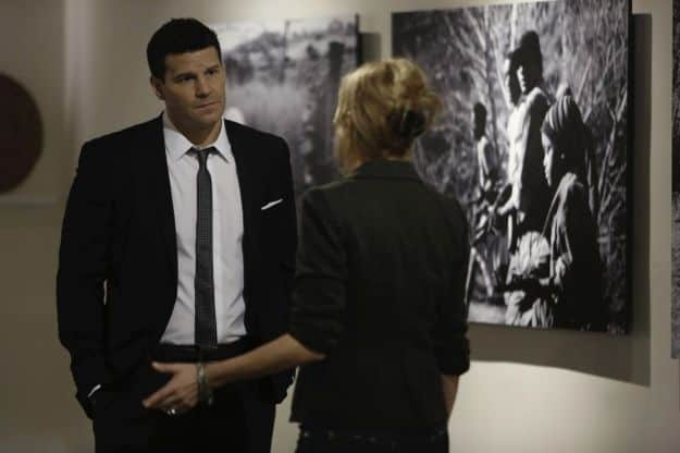 Booth (David Boreanaz, L) questions a art gallery owner (guest star Annie Fitzgerald, L)