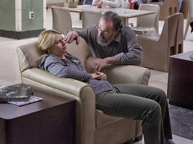 Claire Danes as Carrie Mathison and Mandy Patinkin as Saul Berenson in Homeland (Season 3, Episode 2)
