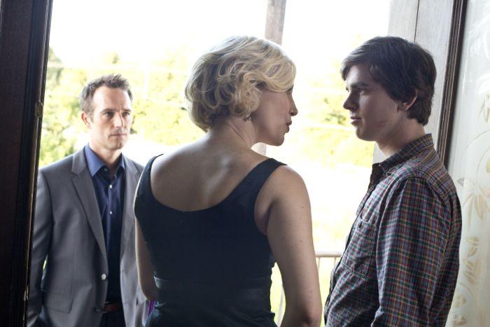 Michael Vartan, Vera Farmiga and Freddie Highmore Bates Mote Season 2 Episode 4