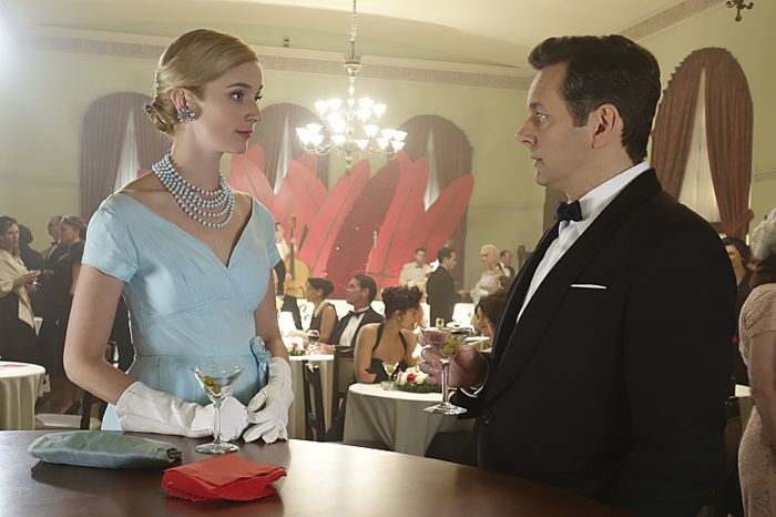 Caitlin Fitzgerald as Libby Masters and Michael Sheen as Dr. William Masters in Masters of Sex