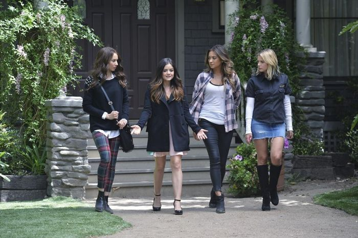 TROIAN BELLISARIO, LUCY HALE, SHAY MITCHELL, ASHLEY BENSON