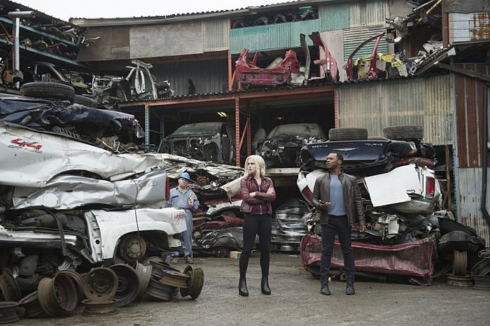 """iZombie -- """"Blaine's World"""" -- Image Number: ZMB113B_0009 -- Pictured (L-R): Rose McIver as Olivia """"Liv"""" Moore and Malcolm Goodwin as Clive Babineaux -- Photo: Diyah Pera/The CW -- © 2015 The CW Network, LLC. All rights reserved."""