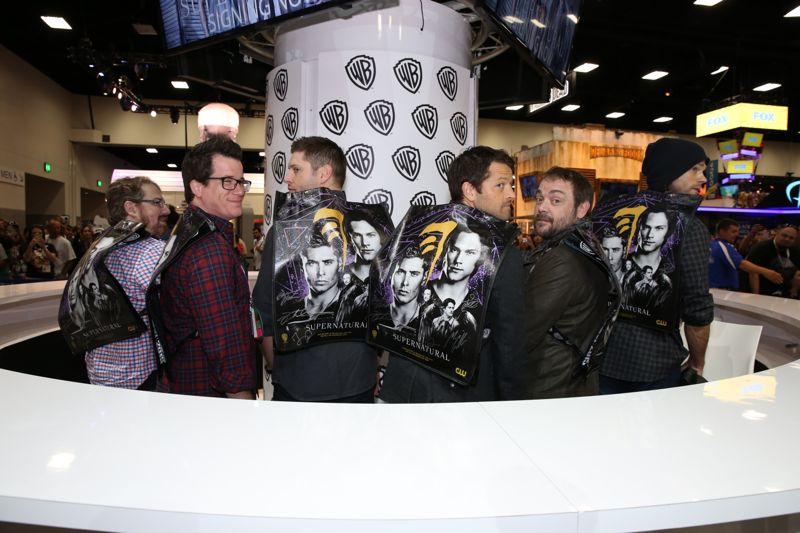 The SUPERNATURAL gang shows off their SUPERNATURAL official Comic-Con 2015 bag/backpacks from Warner Bros. Entertainment and Comic-Con in the Warner Bros. booth. #WBSDCC (©2015 WBEI. All rights reserved.)