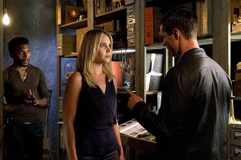 """The Originals -- """"The Axeman's Letter"""" -- Image Number: OG305b_0030.jpg -- Pictured (L-R): Yusuf Gatewood as Vincent, Leah Pipes as Cami and Jason Dohring as Detective Will Kinney -- Photo: Annette Brown/The CW -- © 2015 The CW Network, LLC. All rights reserved."""
