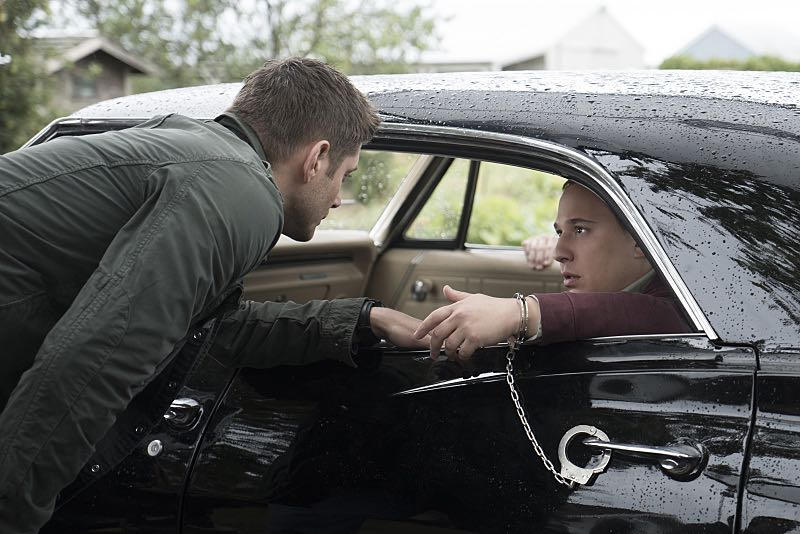"""Supernatural -- """"Thin Lizzie"""" -- Image SN1105b_0162 -- Pictured (L-R): Jensen Ackles as Dean and Jared Gertner as Len -- Photo: Katie Yu/The CW -- © 2015 The CW Network, LLC. All Rights Reserved."""