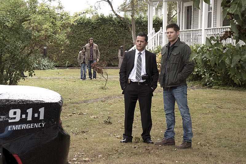 """Supernatural -- """"Thin Lizzie"""" -- Image SN1105b_0080 -- Pictured (L-R): Claude Knowlton as Detective Madsen and Jensen Ackles as Dean -- Photo: Katie Yu/The CW -- © 2015 The CW Network, LLC. All Rights Reserved."""
