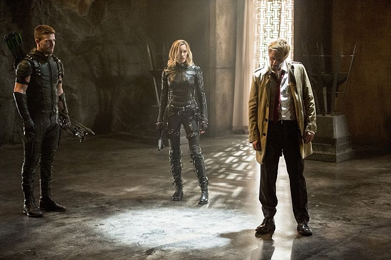 """Arrow -- """"Haunted"""" -- Image AR404B_0226b.jpg -- Pictured (L-R): Stephen Amell as The Arrow, Katie Cassidy as Black Canary and Matt Ryan as Constantine -- Photo: Cate Cameron/ The CW -- © 2015 The CW Network, LLC. All Rights Reserved."""