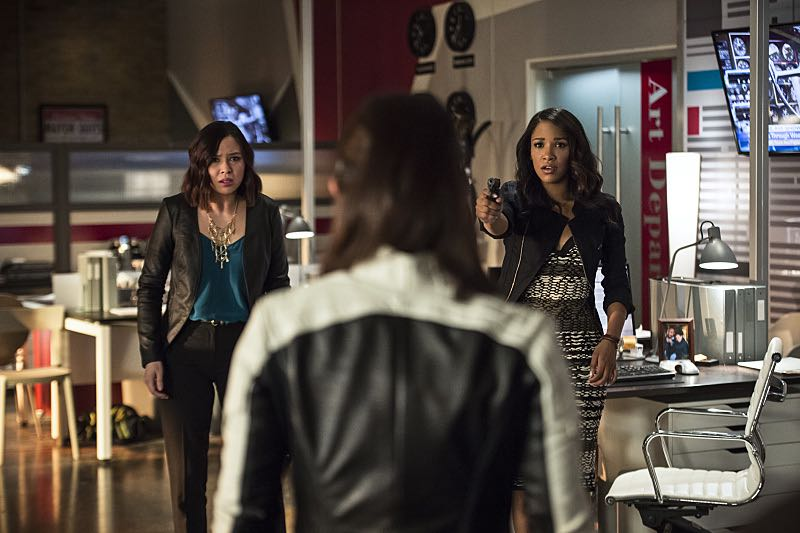 "The Flash -- ""The Darkness and the Light"" -- Image FLA205B_0131b.jpg -- Pictured (L-R): Malese Jow as Linda Park and Candice Patton as Iris West -- Photo: Cate Cameron/The CW -- © 2015 The CW Network, LLC. All rights reserved."