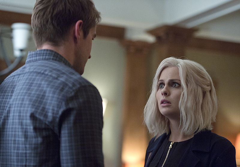 """iZombie -- """"Love & Basketball"""" -- Image Number: ZMB205b_0303.jpg -- Pictured (L-R): Robert Buckley as Major and Rose McIver as Liv -- Photo: Cate Cameron/The CW -- © 2015 The CW Network, LLC. All rights reserved"""
