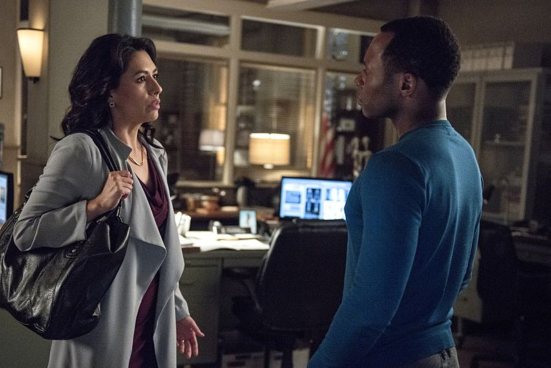 """iZombie -- """"Love & Basketball"""" -- Image Number: ZMB205b_0008.jpg -- Pictured (L-R): Carmen Moore as Helen and Malcolm Goodwin as Clive -- Photo: Cate Cameron/The CW -- © 2015 The CW Network, LLC. All rights reserved"""