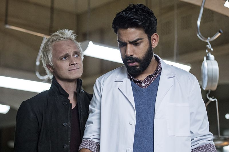 """iZombie -- """"Love & Basketball"""" -- Image Number: ZMB205a_0077.jpg -- Pictured (L-R): David Anders as Blaine and Rahul Kohli as Ravi -- Photo: Cate Cameron/The CW -- © 2015 The CW Network, LLC. All rights reserved"""