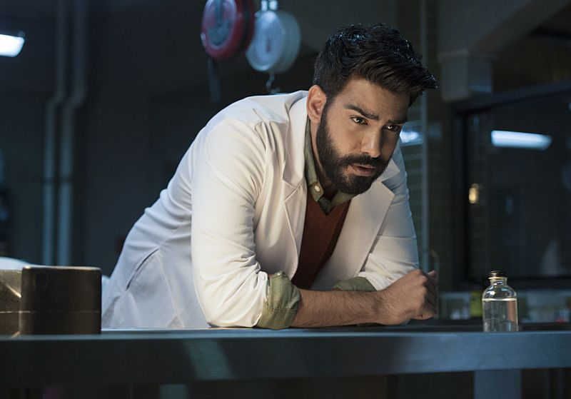 """iZombie -- """"Love & Basketball"""" -- Image Number: ZMB205a_0014.jpg -- Pictured: Rahul Kohli as Ravi -- Photo: Cate Cameron/The CW -- © 2015 The CW Network, LLC. All rights reserved"""