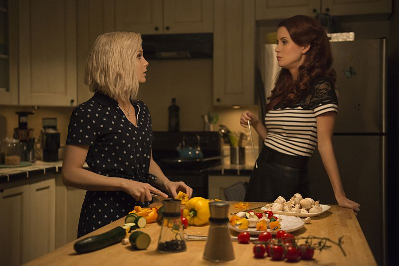 """iZombie -- """"Love & Basketball"""" (L-R): Rose McIver as Liv and Leanne Lapp as Gilda -- Photo: Cate Cameron/The CW"""