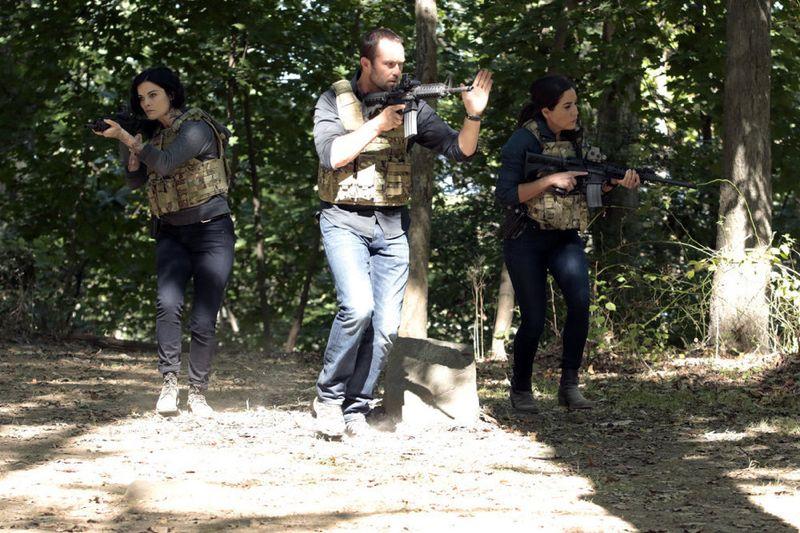 "BLINDSPOT -- ""Sent on Tour"" Episode 107 -- Pictured: (l-r) Jaimie Alexander as Jane Doe, Sullivan Stapleton as Kurt Weller, Audrey Esparza as Tasha Zapata -- (Photo by: Giovanni Rufino/NBC)"