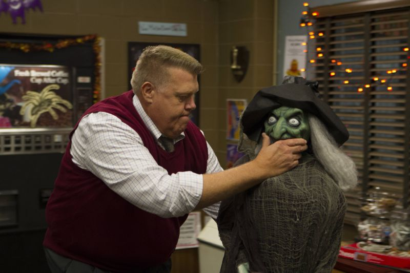 "BROOKLYN NINE-NINE: L-R: Joel McKinnon Miller in the ""Halloween 3"" episode of BROOKLYN NINE-NINE airing Sunday, Oct. 25 (8:30-9:00 PM ET/PT) on FOX. ©2015 Fox Broadcasting Co. Cr: FOX"
