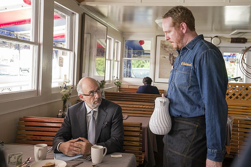 Richard Schiff as Jon Gottlief and Darren Goldstein as Oscar in The Affair (season 2, episode 5). - Photo: Mark Schafer/SHOWTIME - Photo ID: TheAffair_205_8356