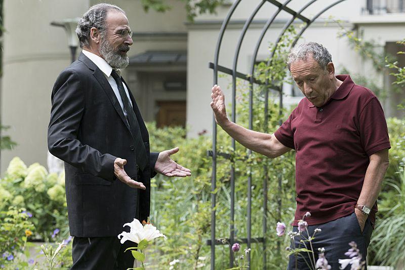 Mandy Patinkin as Saul Berenson and Allan Corduner as Etal Luskin in Homeland (Season 5, Episode 5). - Photo: Stephan Rabold/SHOWTIME - Photo ID: Homeland_505_0200.R