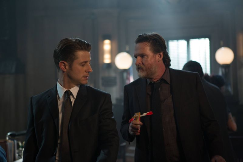 """GOTHAM: L-R: Benjamin McKenzie and Donal Logue in the """"Rise of the Villains: By Fire"""" episode of GOTHAM airing Monday, Oct. 26 (8:00-9:00 PM ET/PT) on FOX. ©2015 Fox Broadcasting Co. Cr: Jessica Miglio/ FOX."""