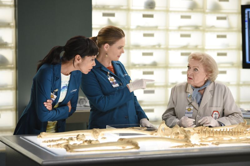 """BONES: L-R: Tamara Taylor, Emily Deschanel and guest star Betty White in the """"The Carpals in the Coy-Wolves"""" episode of BONES airing Thursday, Oct. 22 (8:00-9:00 PM ET/PT) on FOX. ©2015 Fox Broadcasting Co. Cr:"""