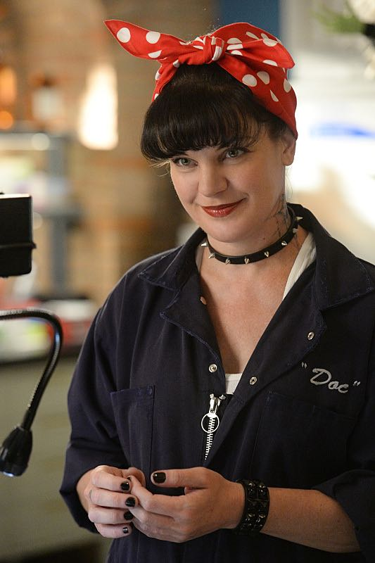 """""""Viral"""" -- When a petty officer's murder matches the M.O. of a local serial killer, the NCIS team must determine if this is the killer's latest victim or the work of a copycat, on NCIS, Tuesday, Oct. 27 (8:00-9:00 PM, ET/PT), on the CBS Television Network. Pictured: Pauley Perrette Photo: Darren Michaels/CBS ©2015 CBS Broadcasting, Inc. All Rights Reserved"""