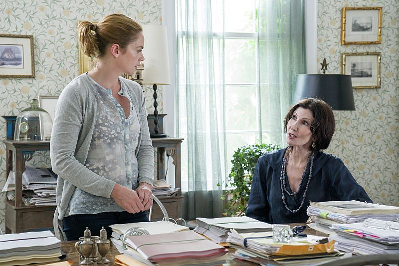 Ruth WIlson as Alison and Joanna Gleason as Yvonne in The Affair (season 2, episode 3). - Photo: Mark Schafer/SHOWTIME - Photo ID: TheAffair_203_0442