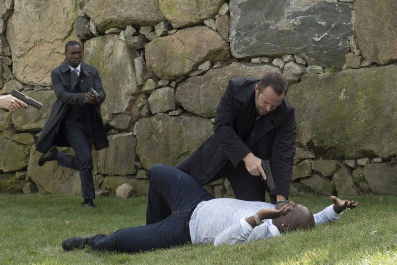 "BLINDSPOT -- ""Persecute Envoys"" Episode 108 -- Pictured: (l-r) Rob Brown as Edgar Reed, Sullivan Stapleton as Kurt Weller -- (Photo by: Barbara Nitke/NBC)"