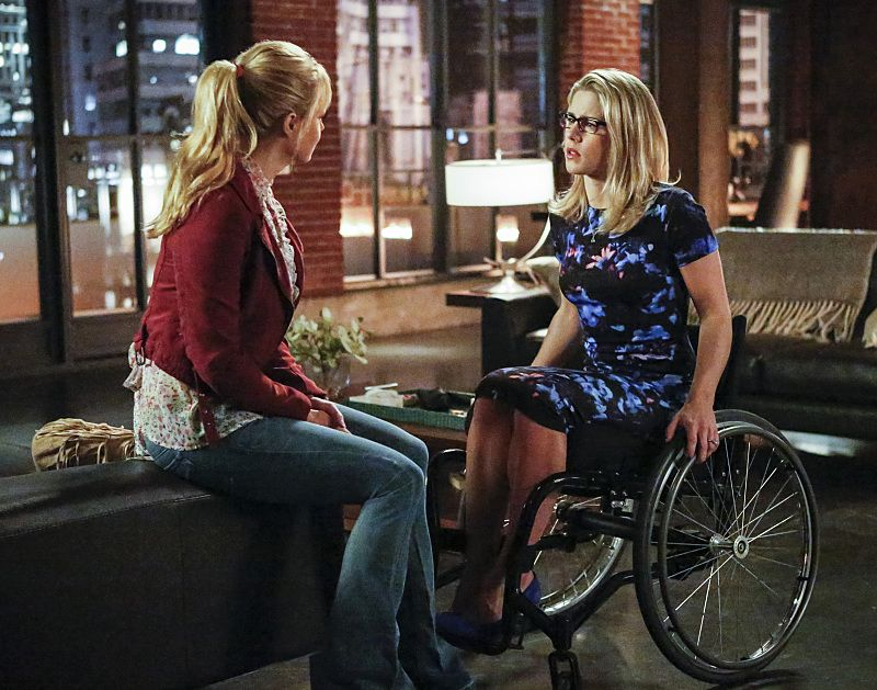 """Arrow -- """"Sins of the Father"""" -- Image ARR413a_0136b.jpg -- Pictured (L-R): Charlotte Ross as Donna Smoak and Emily Bett Rickards as Felicity Smoak -- Photo: Bettina Strauss/ The CW -- © 2016 The CW Network, LLC. All Rights Reserved."""