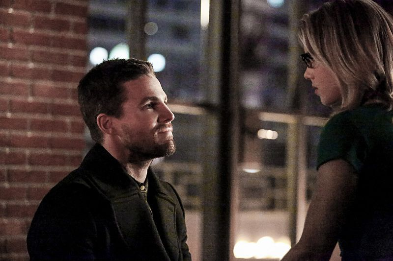 """Arrow -- """"Sins of the Father"""" -- Image ARR413a_0079b.jpg -- Pictured (L-R): Stephen Amell as Oliver Queen and Emily Bett Rickards as Felicity Smoak -- Photo: Bettina Strauss/ The CW -- © 2016 The CW Network, LLC. All Rights Reserved."""