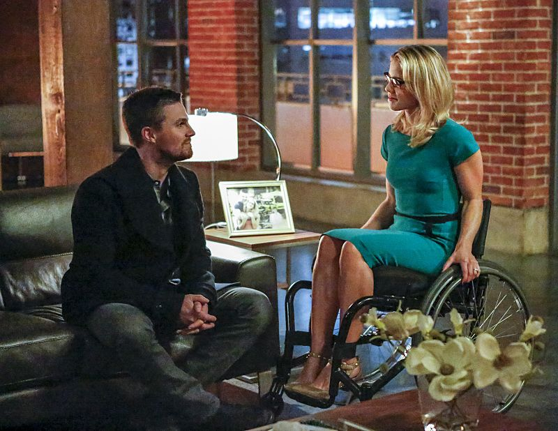 """Arrow -- """"Sins of the Father"""" -- Image ARR413a_0059b.jpg -- Pictured (L-R): Stephen Amell as Oliver Queen and Emily Bett Rickards as Felicity Smoak -- Photo: Bettina Strauss/ The CW -- © 2016 The CW Network, LLC. All Rights Reserved."""