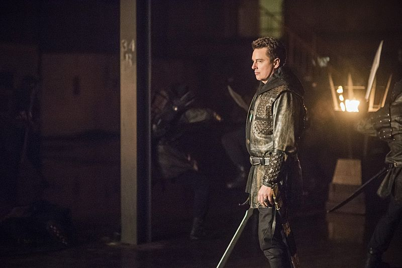 """Arrow -- """"Sins of the Father"""" -- Image AR413b_0260b.jpg -- Pictured John Barrowman as Malcolm Merlyn -- Photo: Dean Buscher/ The CW -- © 2016 The CW Network, LLC. All Rights Reserved."""