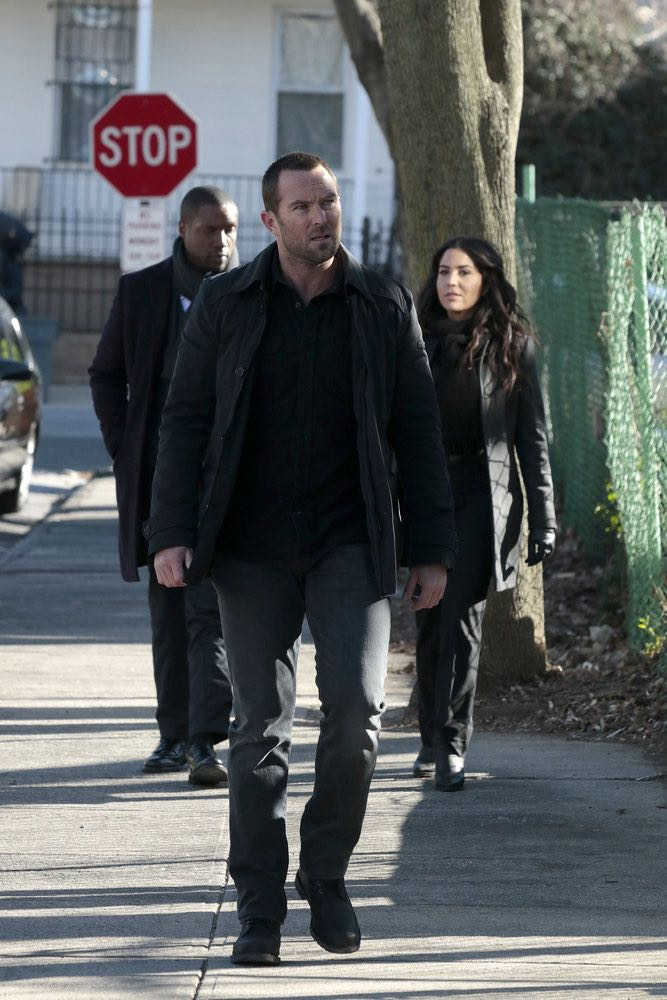 """BLINDSPOT -- """"Rules In Defiance"""" Episode 114 -- Pictured: (l-r) Rob Brown as Reade, Sullivan Stapleton as Kurt Weller, Audrey Esparza as Zapata -- (Photo by: Giovanni Rufino/NBC)"""