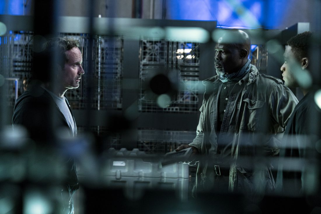 """WAYWARD PINES: L-R: Jason Patric, Djimon Hounsou and guest star Christopher Meyer in the """"Bedtime Story"""" season finale episode of WAYWARD PINES airing Wednesday, July 27 (9:00-10:00 PM ET/PT) on FOX. ©2016 Fox Broadcasting Co. Cr: Ed Araquel/FOX"""