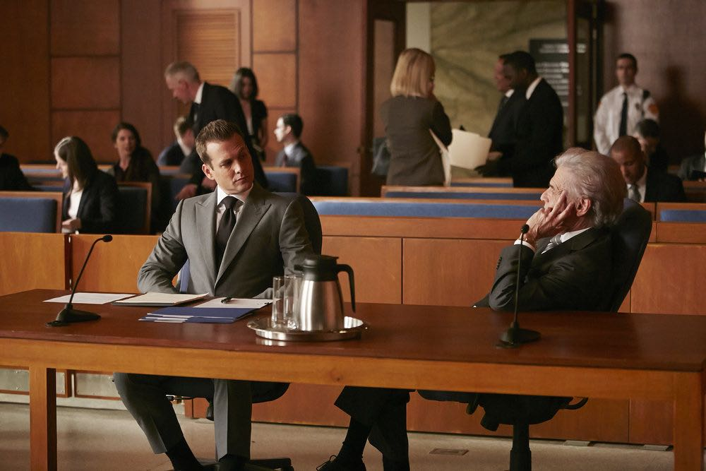"SUITS -- ""Trust"" Episode 605 -- Pictured: (l-r) Gabriel Macht as Harvey Specter, Alan Rosenberg as William Sutter -- (Photo by: Ian Watson/USA Network)"