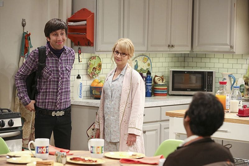 """The Dependence Transcendence"" -- Pictured: Howard Wolowitz (Simon Helberg) and Bernadette (Melissa Rauch). Tensions rise when the boys struggle to complete their government project on time and Sheldon tries an energy drink to stay awake.  Also, Penny and Amy go to a ""party"" at Bert (Brian Posehn) the geologist's house and Kooothrappali learns Bernadette's true feelings about her pregnancy when they clean out the future baby room, on THE BIG BANG THEORY, Monday, Oct. 3 (8:00-8:31 PM, ET/PT), on the CBS Television Network.  Dean Norris returns as Air Force Representative Colonel Williams. Photo: Michael Yarish/Warner Bros. Entertainment Inc. © 2016 WBEI. All rights reserved."