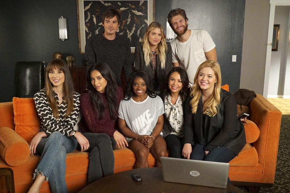 "PRETTY LITTLE LIARS - USA Olympic gold medal gymnast Simone Biles visits the set of 'Pretty Little Liars.'"" (Freeform/Byron Cohen) BACK ROW: TYLER BLACKBURN, ASHLEY BENSON, KEEGAN ALLEN; FRONT ROW: TROIAN BELLISARIO, SHAY MITCHELL, SIMONE BILES, JANEL PARRISH, SASHA PIETERSE"