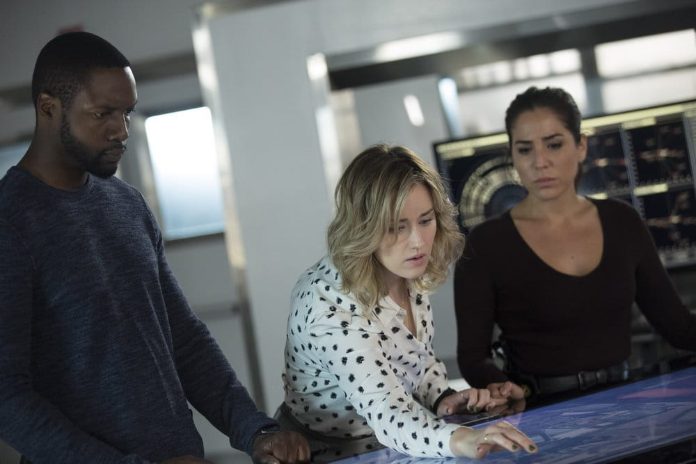 """BLINDSPOT -- """"Do Not Slack, the Featherweight Wins"""" Episode 208 -- Pictured: (l-r) Rob Brown as Edgar Reade, Ashley Johnson as Patterson, Audrey Esparza as Tasha Zapata -- (Photo by: Eric Liebowitz/Warner Bros/NBC)"""