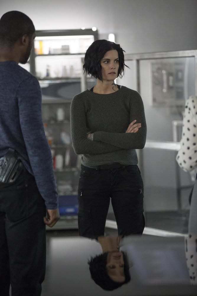 """BLINDSPOT -- """"Do Not Slack, the Featherweight Wins"""" Episode 208 -- Pictured: (l-r) Rob Brown as Edgar Reade, Jaimie Alexander as Jane Doe -- (Photo by: Eric Liebowitz/Warner Bros/NBC)"""