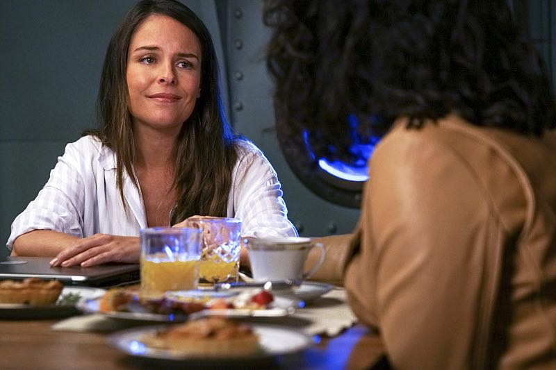 """Jane The Virgin -- """"Chapter Forty-Seven"""" -- Image Number: JAV303a_0129.jpg -- Pictured: Yara Martinez as Luisa-- Photo: Scott Everett White/The CW -- ©2016 The CW Network, LLC. All Rights Reserved."""