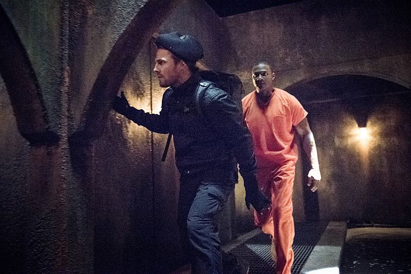 """Arrow -- """"Penance"""" -- Image AR504b_0170b.jpg -- Pictured (L-R): Stephen Amell as Oliver Queen and David Ramsey as John Diggle -- Photo: Dean Buscher/The CW -- © 2016 The CW Network, LLC. All Rights Reserved."""