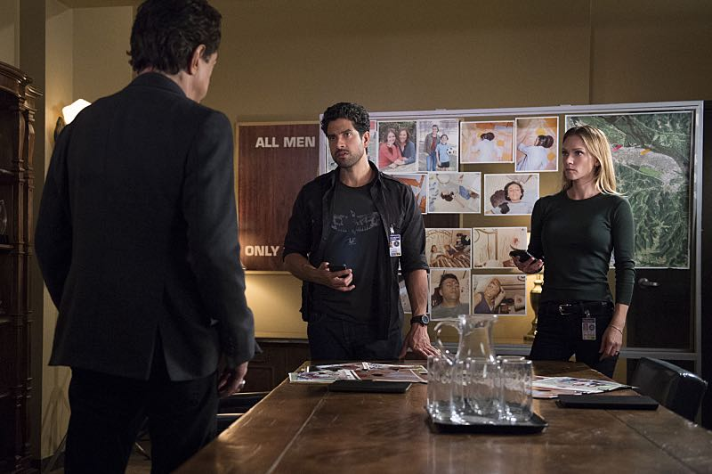 """""""The Anti-Terrorism Squad"""" -- The BAU uses social media to discover an even bigger motive when two high school students survive both of their families deaths in Minnesota, on CRIMINAL MINDS, Wednesday, Nov. 2 (9:00-10:00 PM, ET/PT), on the CBS Television Network. Pictured: Adam Rodriguez (Luke Alvez), A.J. Cook (Jennifer """"JJ"""" Jareau) Photo: Neil Jacobs/CBS ©2016 CBS Broadcasting, Inc. All Rights Reserved"""