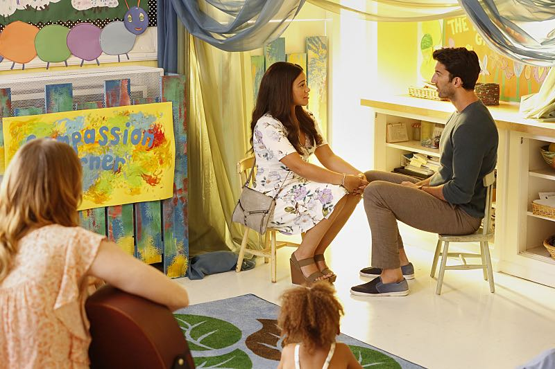 """Jane The Virgin -- """"Chapter Forty-Six"""" -- Image Number: JAV302a_0164.jpg -- Pictured (L-R): Gina Rodriguez as Jane and Justin Baldoni as Rafael -- Photo: Robert Voets/The CW -- © 2016 The CW Network, LLC. All rights reserved."""