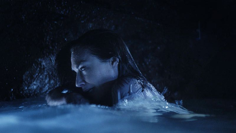 """""""Hū a'e ke ahi lanakila a Kamaile"""" -- Five-0 must find McGarrett and Alicia when they are kidnapped by the serial killer they've been hunting, on HAWAII FIVE-0, Friday, Oct. 14 (9:00-10:00 PM, ET/PT), on the CBS Television Network. Former professional football player Otis Wilson guest stars as himself. Pictured: Claire Forlani as Alicia Brown. Photo: CBS ©2016 CBS Broadcasting, Inc. All Rights Reserved (""""Hū a'e ke ahi lanakila a Kamaile"""" is Hawaiian for """"The Fire of Kamile Rises in Triumph"""")"""