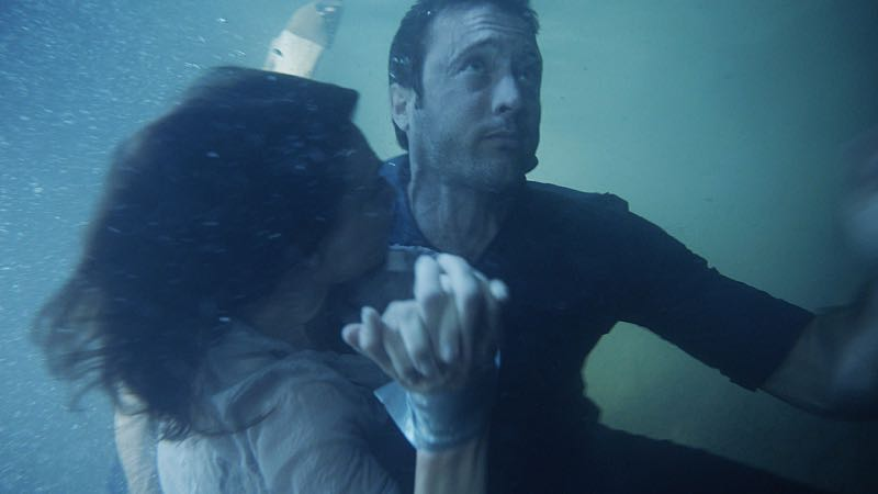 """""""Hū a'e ke ahi lanakila a Kamaile"""" -- Five-0 must find McGarrett and Alicia when they are kidnapped by the serial killer they've been hunting, on HAWAII FIVE-0, Friday, Oct. 14 (9:00-10:00 PM, ET/PT), on the CBS Television Network. Former professional football player Otis Wilson guest stars as himself. Pictured left to right: Claire Forlani as Alicia Brown and Alex O'Loughlin as Steve McGarrett. Photo: CBS ©2016 CBS Broadcasting, Inc. All Rights Reserved (""""Hū a'e ke ahi lanakila a Kamaile"""" is Hawaiian for """"The Fire of Kamile Rises in Triumph"""")"""