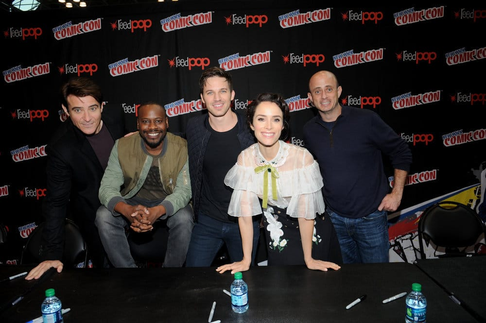 "NEW YORK COMIC CON 2016 -- ""Timeless"" Autographs -- Pictured: (l-r) Goran Visnjic, Malcolm Barrett, Matt Lanter, Abigail Spencer, Executive Producer Eric Kripke on Sunday, October 9, 2016 from the Javits Center in New York, NY -- (Photo by: Brad Barket/NBC)"