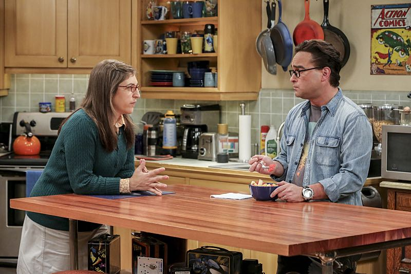 """The Cohabitation Experimentation"" -- Pictured: Amy Farrah Fowler (Mayim Bialik) and Leonard Hofstadter (Johnny Galecki). When Amy's apartment floods, she proposes a ""cohabitation experiment"" with Sheldon. Also, Howard and Bernadette are upset when Koothrappali learns the gender of the baby before them, on THE BIG BANG THEORY, Monday, Oct. 10 (8:00-8:31 PM, ET/PT), on the CBS Television Network. Photo: Michael Yarish/Warner Bros. Entertainment Inc. © 2016 WBEI. All rights reserved."